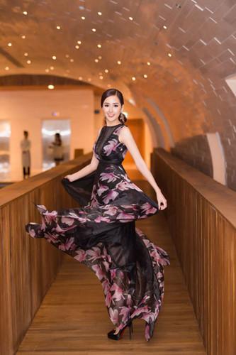 Ngắm gu thời trang sành điệu gợi cảm của Mai Phương Thúy Ảnh 6