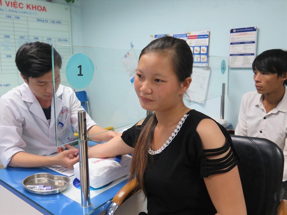 Trao tài trợ 30 triệu đồng cho người mẹ mang gen bệnh tan máu bẩm sinh Ảnh 4