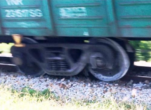 Quảng Ngãi: Đang lưu thông, tàu hỏa bất ngờ trật bánh khỏi đường ray Ảnh 2