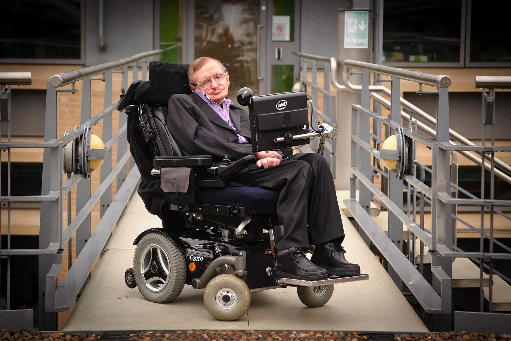 Đấu giá các món đồ 'độc' của ông hoàng vật lý Stephen Hawking Ảnh 1