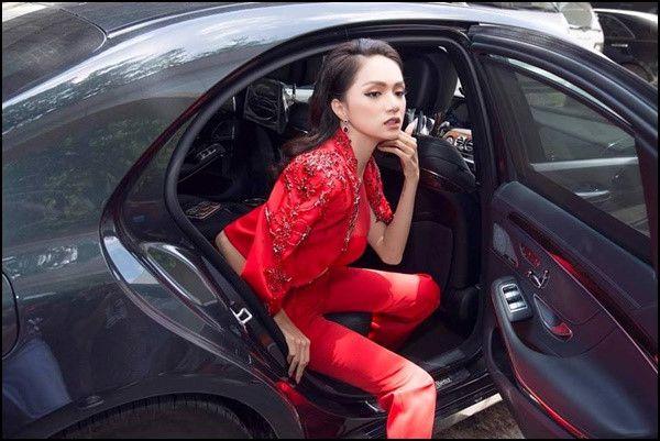 Hoa hậu Hương Giang chỉ cách xuống xe hơi thần thái sang chảnh nhất Ảnh 2