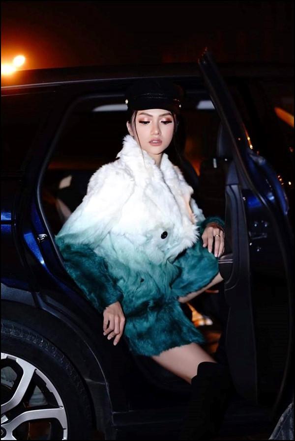 Hoa hậu Hương Giang chỉ cách xuống xe hơi thần thái sang chảnh nhất Ảnh 4