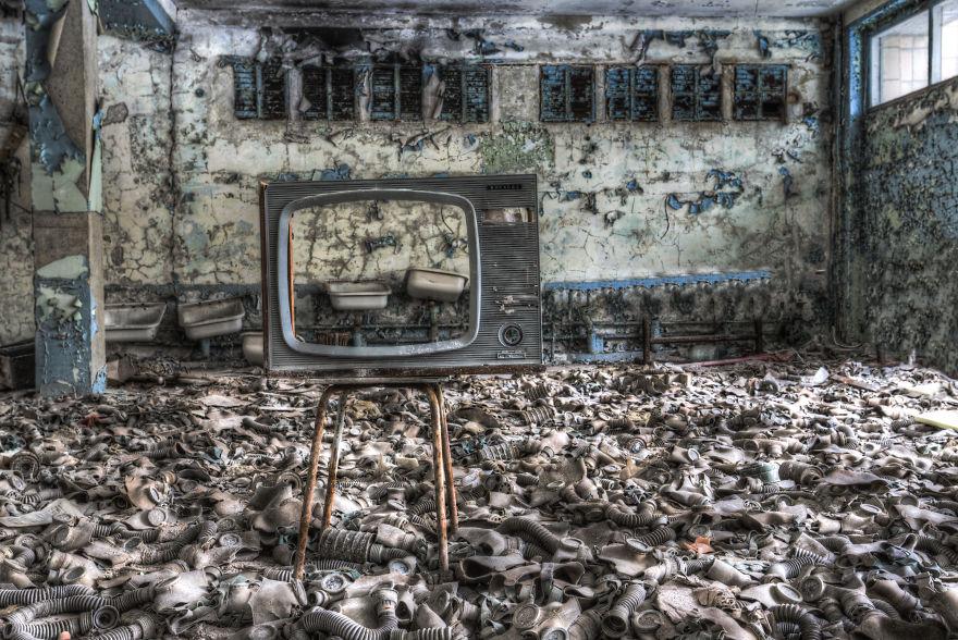 Khung cảnh hoang tàn 30 năm sau thảm họa hạt nhân Chernobyl Ảnh 2