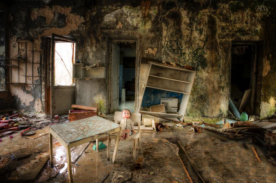 Khung cảnh hoang tàn 30 năm sau thảm họa hạt nhân Chernobyl Ảnh 4