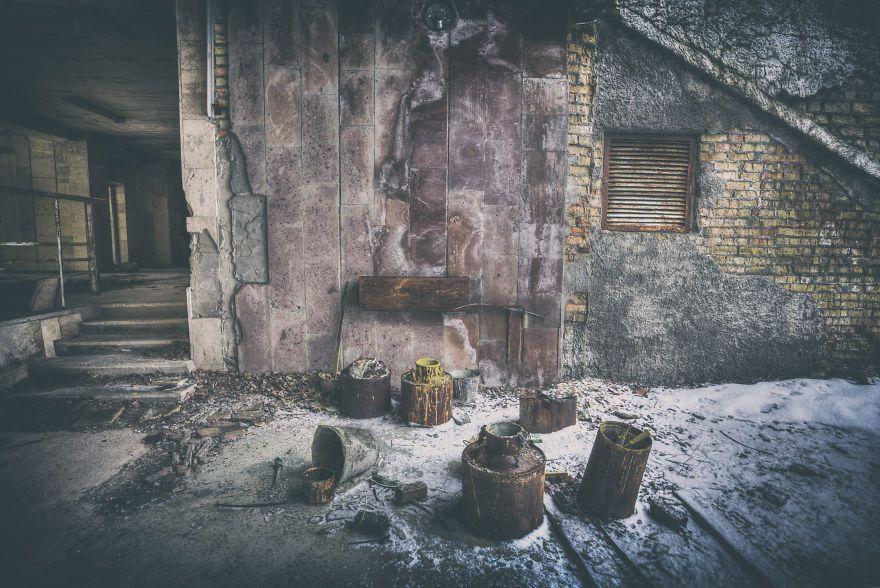 Khung cảnh hoang tàn 30 năm sau thảm họa hạt nhân Chernobyl Ảnh 9