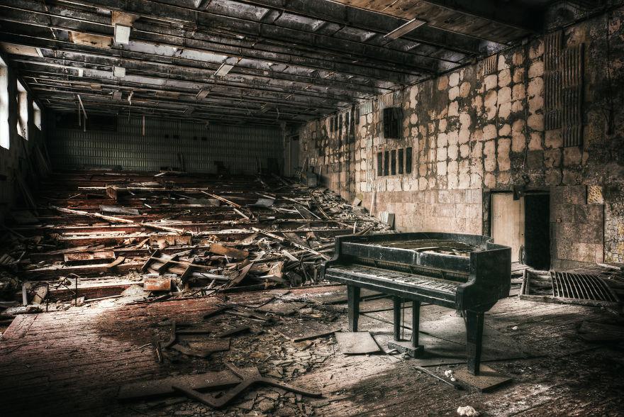 Khung cảnh hoang tàn 30 năm sau thảm họa hạt nhân Chernobyl Ảnh 19