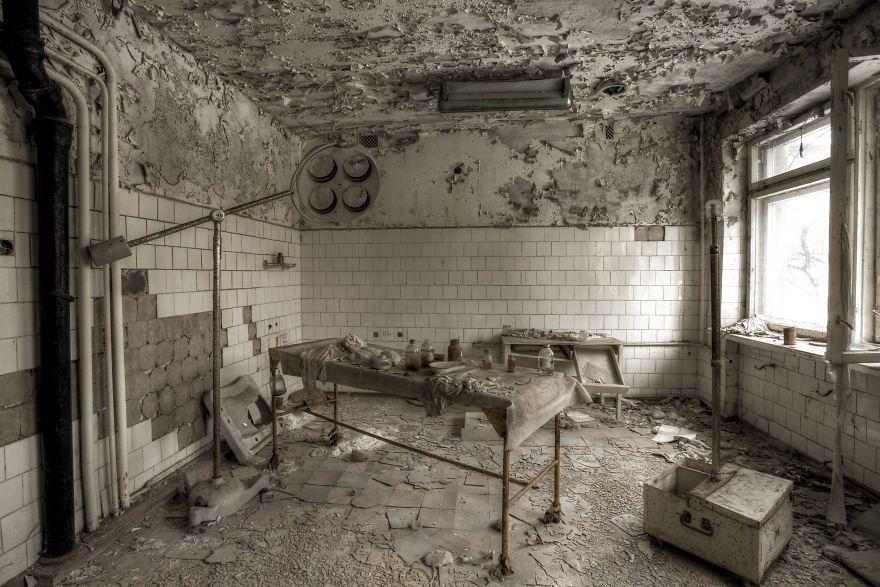 Khung cảnh hoang tàn 30 năm sau thảm họa hạt nhân Chernobyl Ảnh 18
