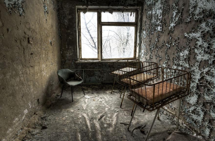 Khung cảnh hoang tàn 30 năm sau thảm họa hạt nhân Chernobyl Ảnh 13