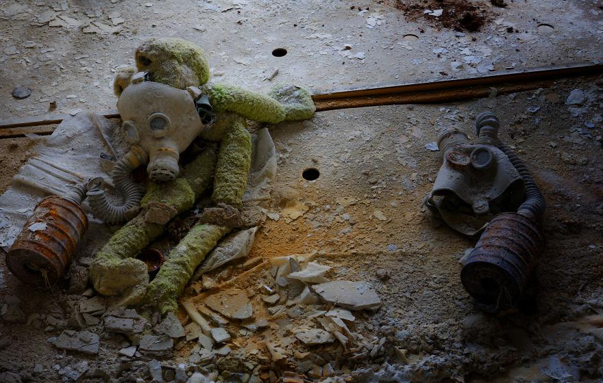 Khung cảnh hoang tàn 30 năm sau thảm họa hạt nhân Chernobyl Ảnh 14