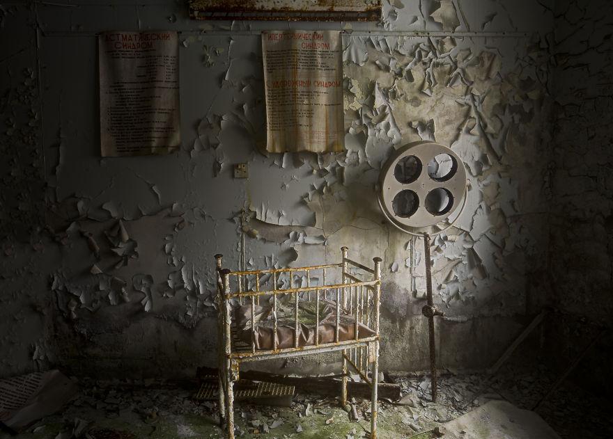 Khung cảnh hoang tàn 30 năm sau thảm họa hạt nhân Chernobyl Ảnh 8