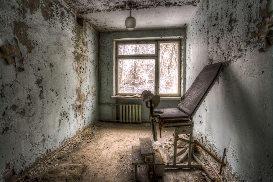 Khung cảnh hoang tàn 30 năm sau thảm họa hạt nhân Chernobyl Ảnh 12