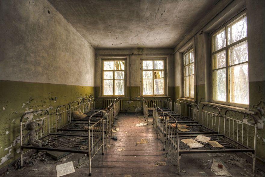 Khung cảnh hoang tàn 30 năm sau thảm họa hạt nhân Chernobyl Ảnh 3