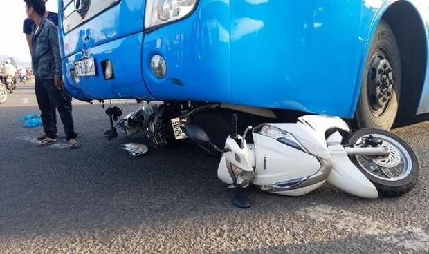 Xe khách cuốn 3 xe máy vào gầm, ít nhất 5 người gặp nạn Ảnh 1