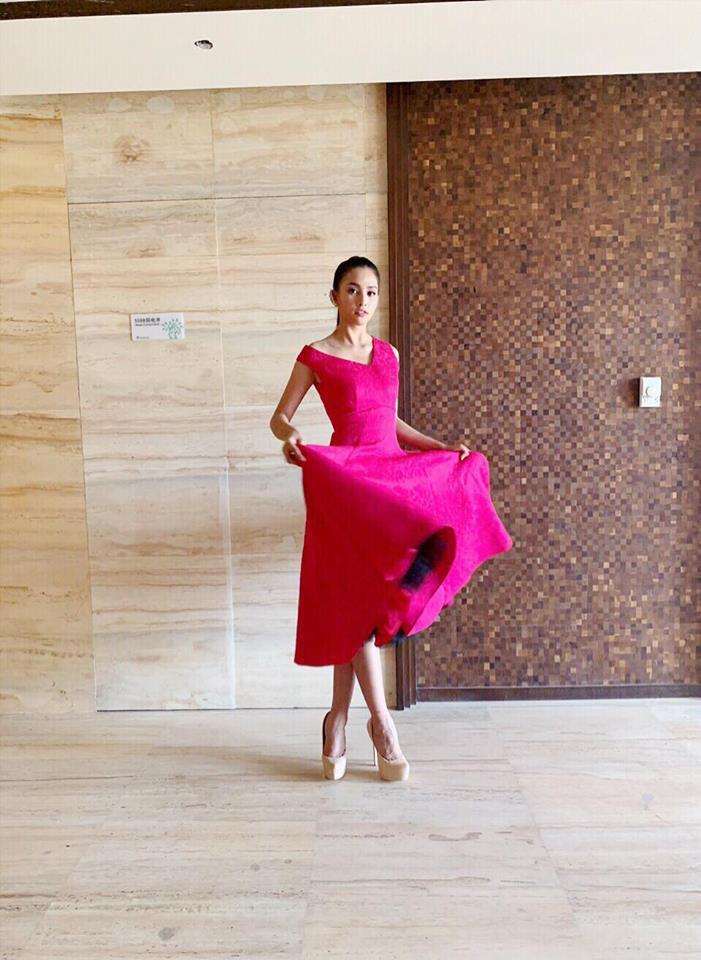 Trần Tiểu Vy khoe vẻ đẹp ngọt ngào trước lúc bước vào phần thi tài năng của Miss World 2018 Ảnh 5