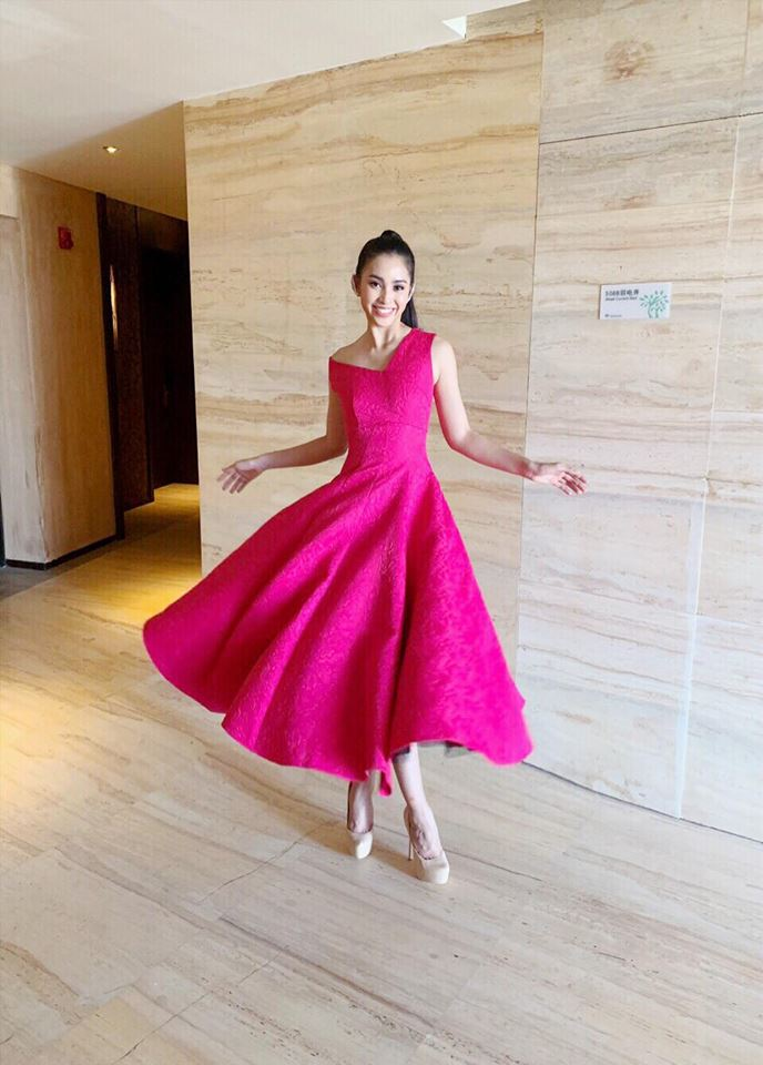 Trần Tiểu Vy khoe vẻ đẹp ngọt ngào trước lúc bước vào phần thi tài năng của Miss World 2018 Ảnh 4