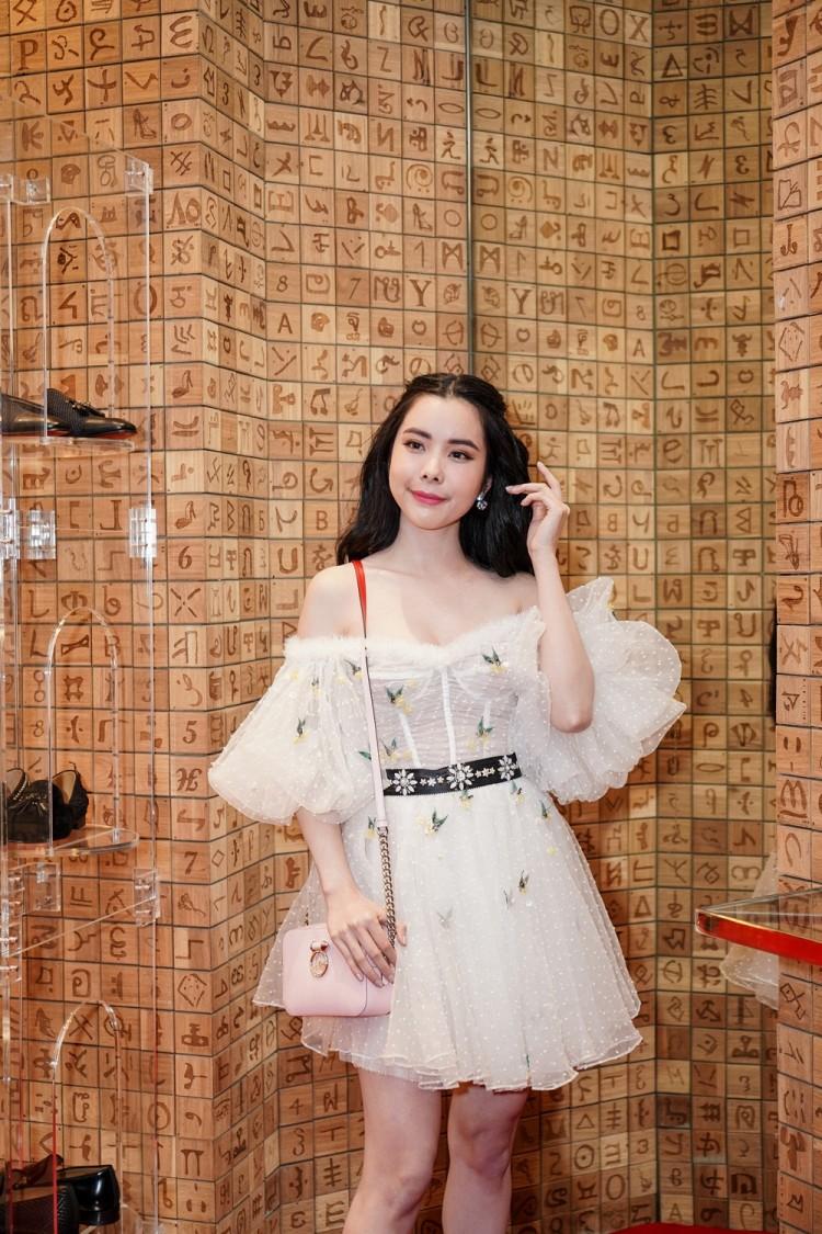 Châu Bùi bỗng hóa 'bánh bèo', Quỳnh Anh Shyn trở nên cá tính trong trang phục lạ mắt Ảnh 2