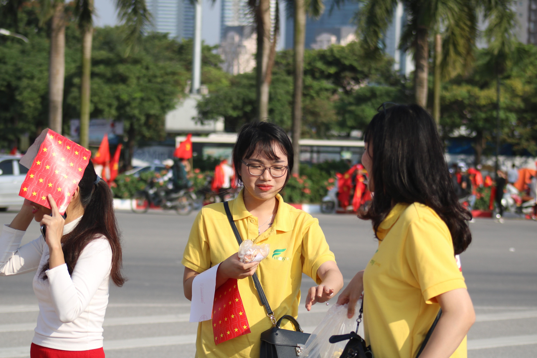 Sân Mỹ Đình: Nhiều hot girl có mặt từ sớm tiếp lửa cho đội tuyển Việt Nam gặp Malaysia Ảnh 5