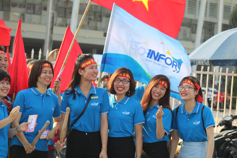 Sân Mỹ Đình: Nhiều hot girl có mặt từ sớm tiếp lửa cho đội tuyển Việt Nam gặp Malaysia Ảnh 3