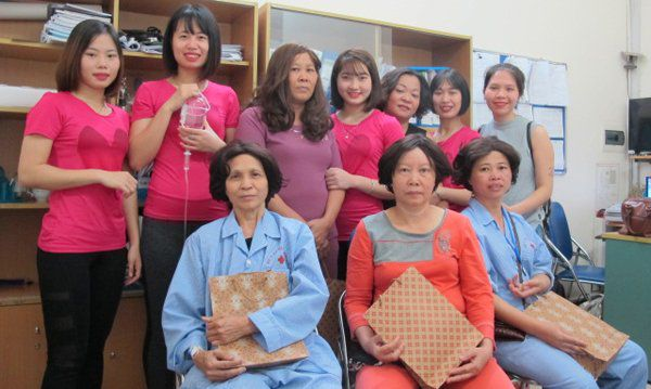 Cuộc sống bi kịch của những bệnh nhân ung thư không tóc Ảnh 3