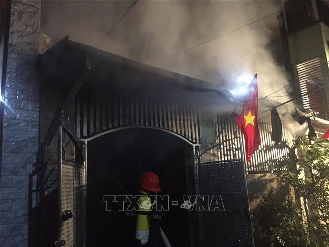 Nghi 2 bình xịt muỗi làm cháy rụi một ngôi nhà tại thành phố Vinh Ảnh 2