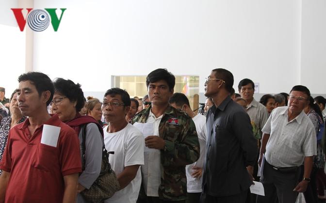Bác sỹ Việt Nam mổ mắt miễn phí cho bệnh nhân nghèo ở Campuchia Ảnh 4
