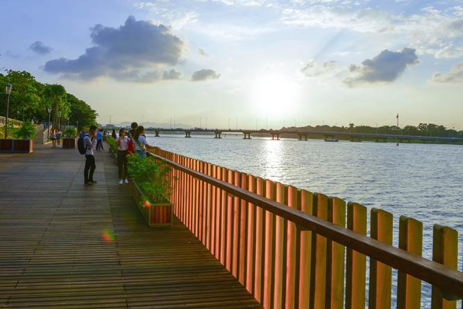 Ngắm Huế từ dòng sông Hương Ảnh 1
