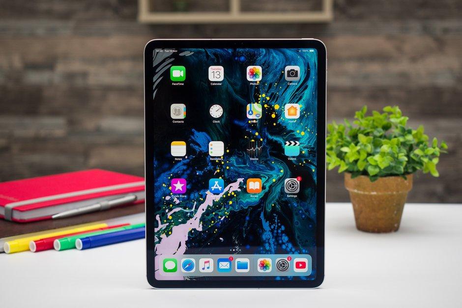 iPad Pro quá mỏng manh, vỡ tan nát chỉ sau một lần bẻ bằng tay Ảnh 1