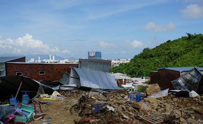 Nước lũ chảy như 'sóng thần' ở Nha Trang: 'Vợ chồng anh tôi đi mãi không về' Ảnh 1