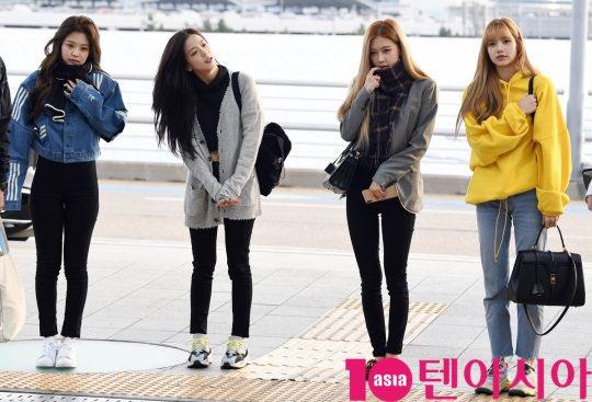 Cùng 'đổ bộ' sân bay, BlackPink thần thái đối lập nhau, bạn gái Kim Woo Bin vẫn nổi bật dù kín bưng Ảnh 1
