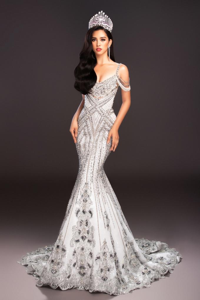 Miss World 2018: Lộ trang phục tham gia phần thi dạ hội - Hoa hậu Tiểu Vy khoe vẻ đẹp sắc sảo Ảnh 1