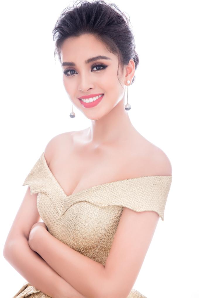Miss World 2018: Lộ trang phục tham gia phần thi dạ hội - Hoa hậu Tiểu Vy khoe vẻ đẹp sắc sảo Ảnh 9