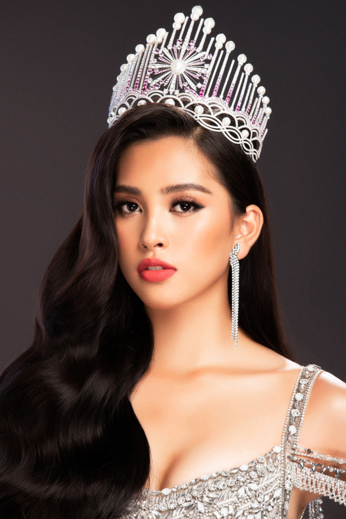 Miss World 2018: Lộ trang phục tham gia phần thi dạ hội - Hoa hậu Tiểu Vy khoe vẻ đẹp sắc sảo Ảnh 3