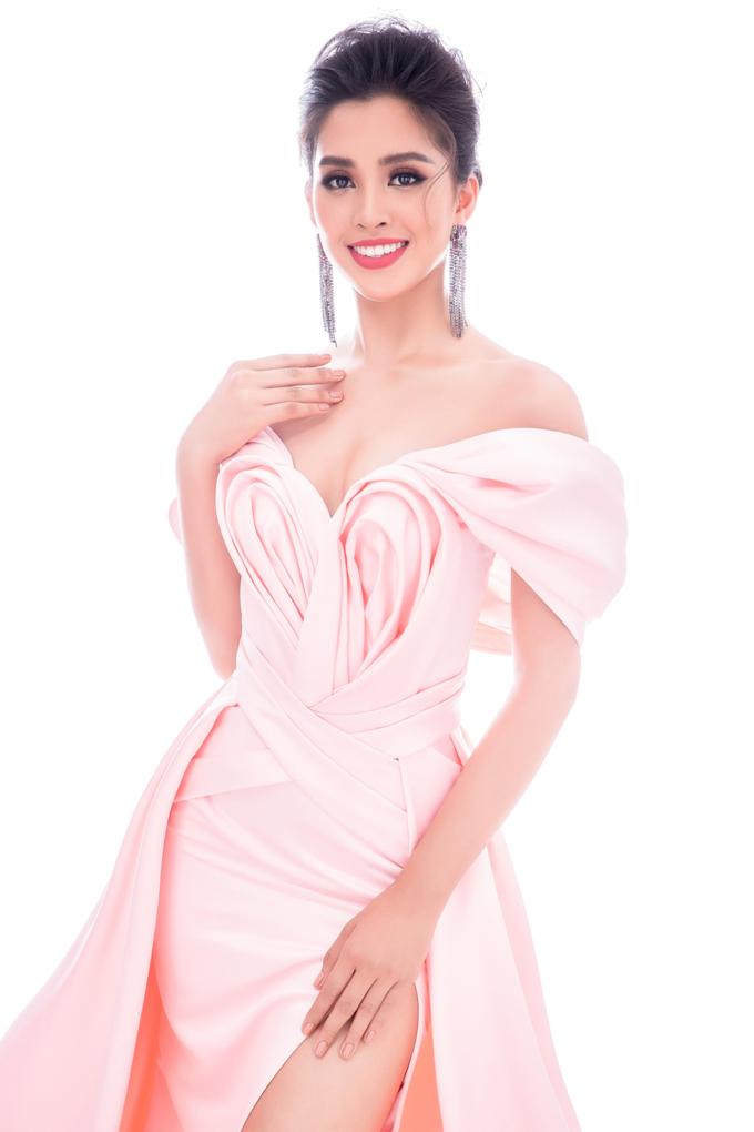 Miss World 2018: Lộ trang phục tham gia phần thi dạ hội - Hoa hậu Tiểu Vy khoe vẻ đẹp sắc sảo Ảnh 11
