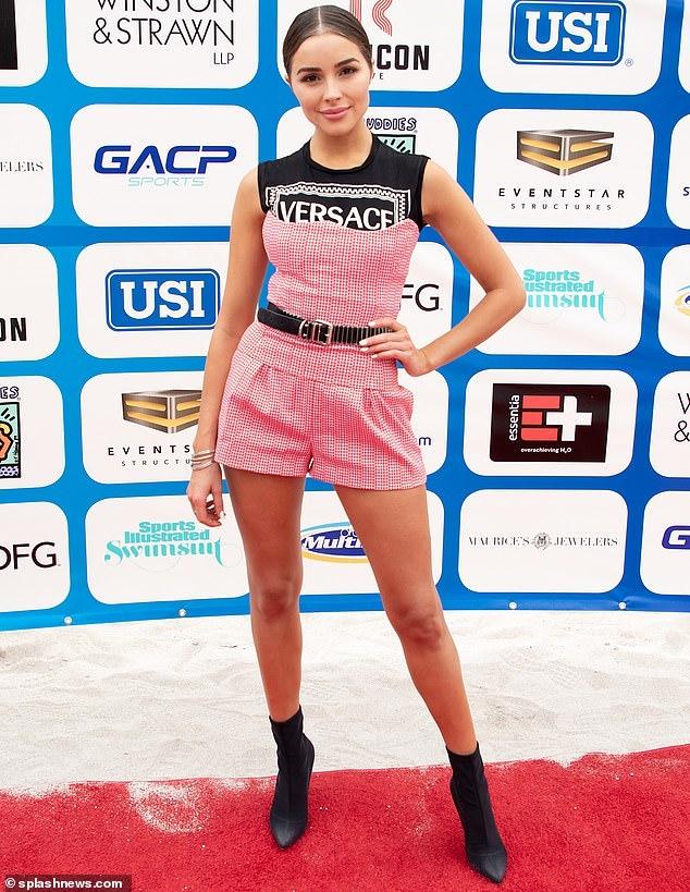 Hoa hậu Hoàn vũ Olivia Culpo gợi cảm với đầm ngắn lấp lánh Ảnh 5