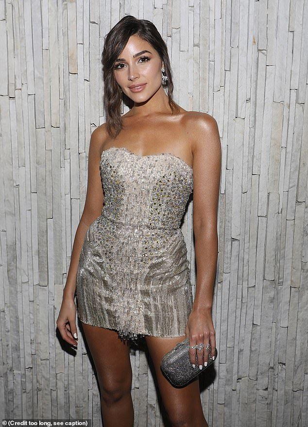 Hoa hậu Hoàn vũ Olivia Culpo gợi cảm với đầm ngắn lấp lánh Ảnh 2