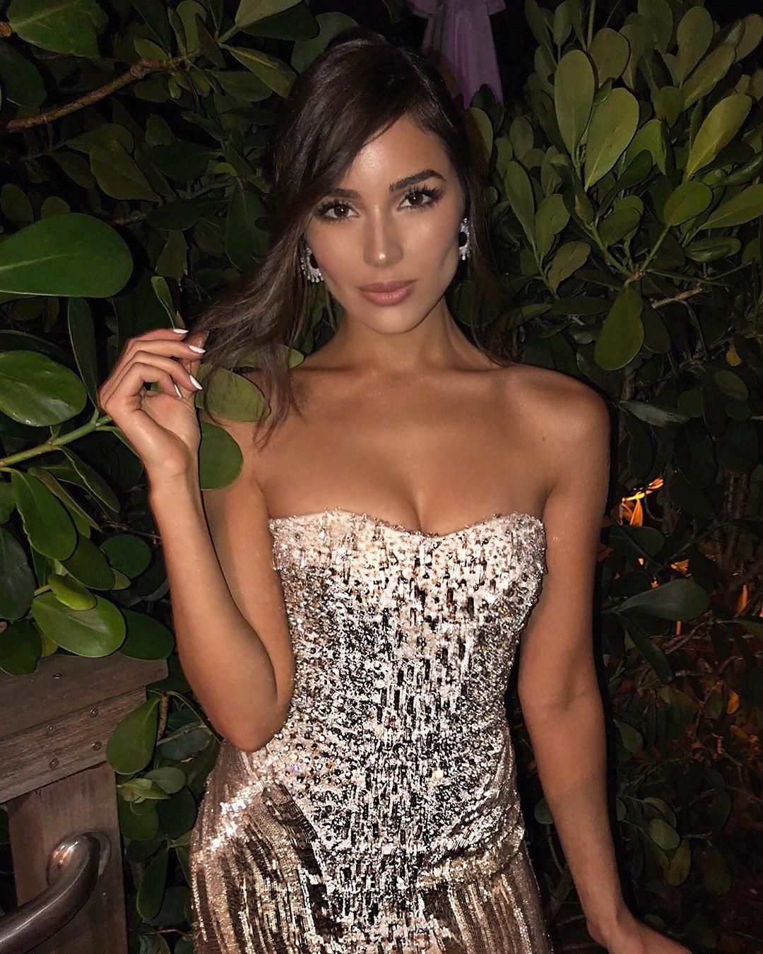 Hoa hậu Hoàn vũ Olivia Culpo gợi cảm với đầm ngắn lấp lánh Ảnh 3