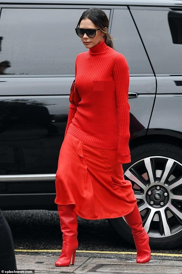 Victoria Beckham dịu dàng xuống phố với set đồ đỏ rực kín đáo Ảnh 2