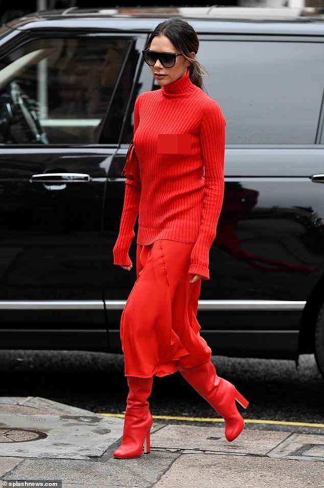 Victoria Beckham dịu dàng xuống phố với set đồ đỏ rực kín đáo Ảnh 5