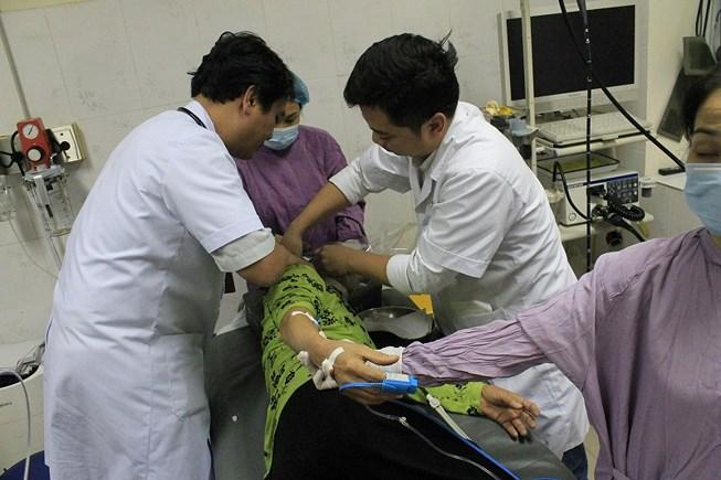 Suýt chết tức tưởi vì ngậm đá nano trị bách bệnh Ảnh 1