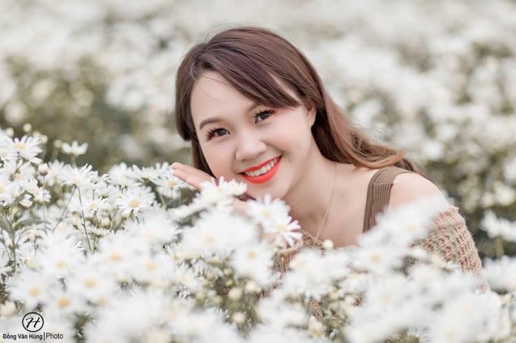 'Soi' nhan sắc thật của nữ sinh Tuyên Quang hóa thân thành 'em gái quê' trong bộ ảnh cúc họa mi gây sốt MXH Ảnh 3