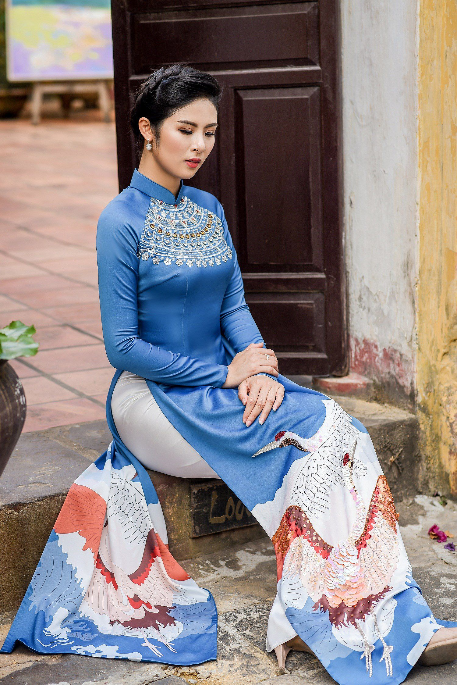 Hoa hậu Ngọc Hân thiết kế áo dài lấy cảm hứng từ cuộc đời Đức Phật Thích Ca Ảnh 3