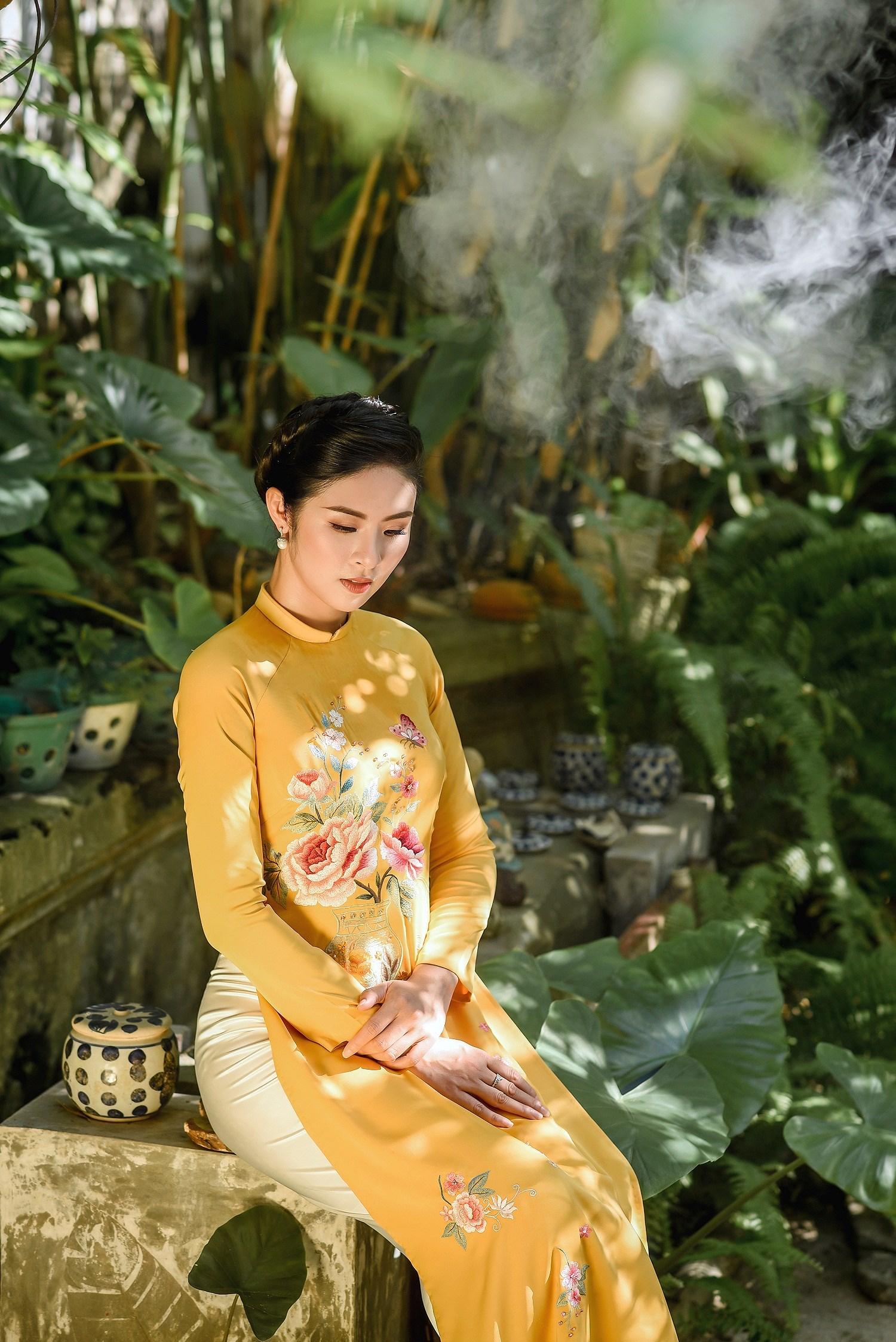 Hoa hậu Ngọc Hân thiết kế áo dài lấy cảm hứng từ cuộc đời Đức Phật Thích Ca Ảnh 4