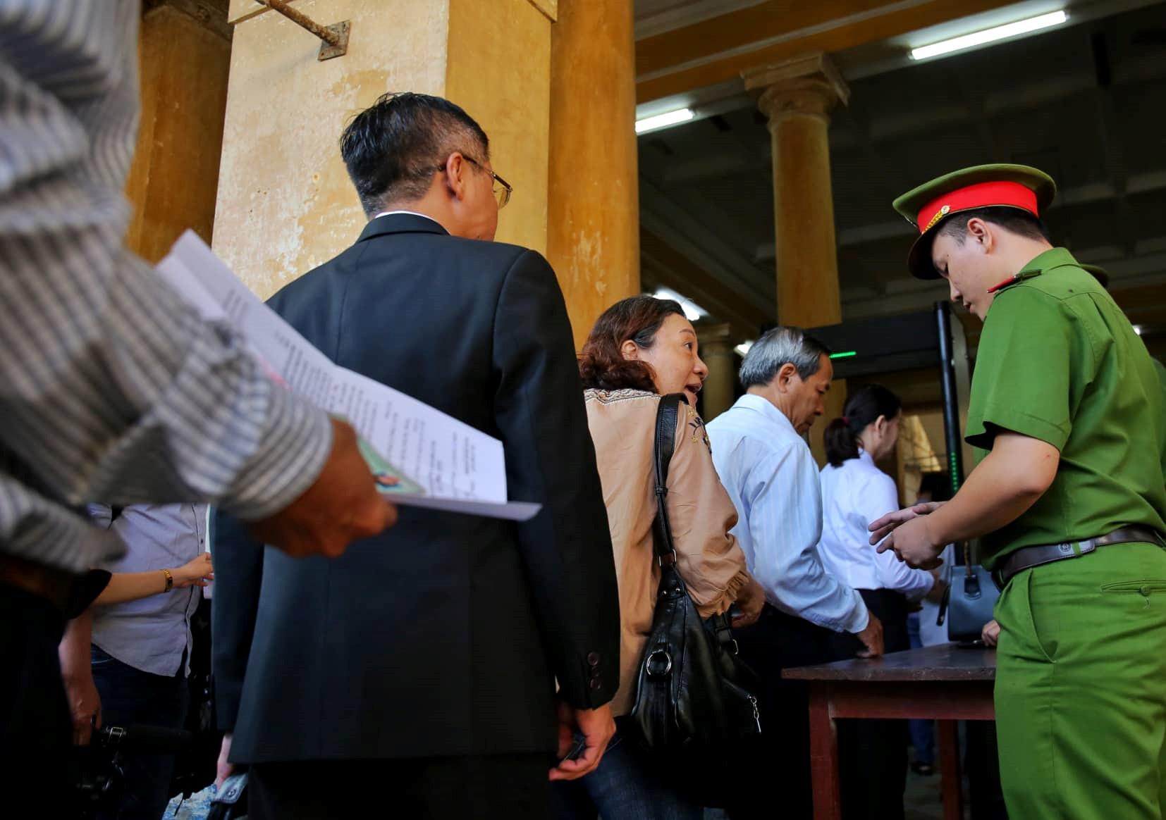 Đại án DongABank thiệt hại hơn 3.608 tỉ đồng: Xét xử Vũ 'nhôm', Trần Phương Bình Ảnh 5