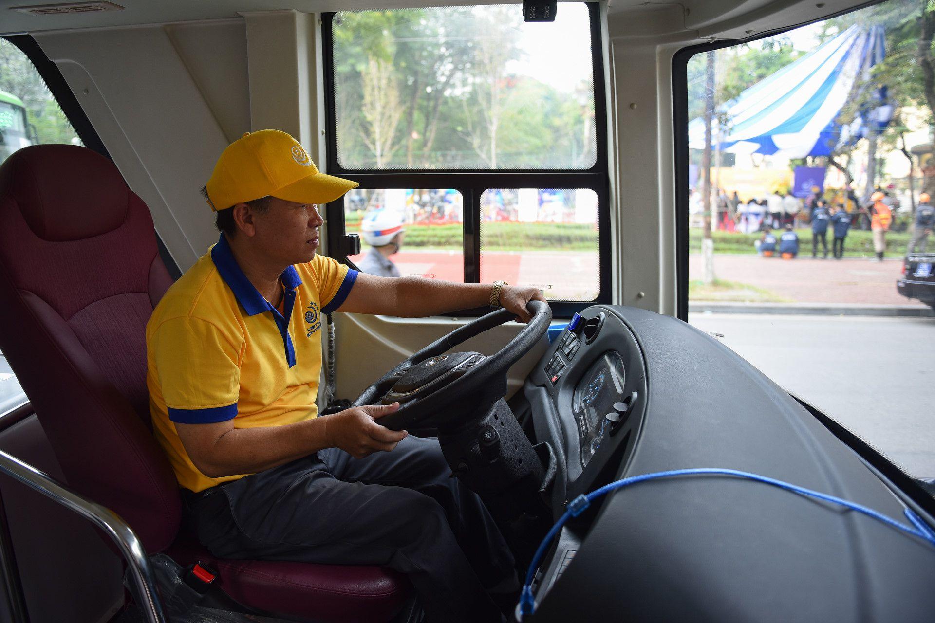 Xe buýt 2 tầng màu mới xuất hiện trên đường Hà Nội Ảnh 5