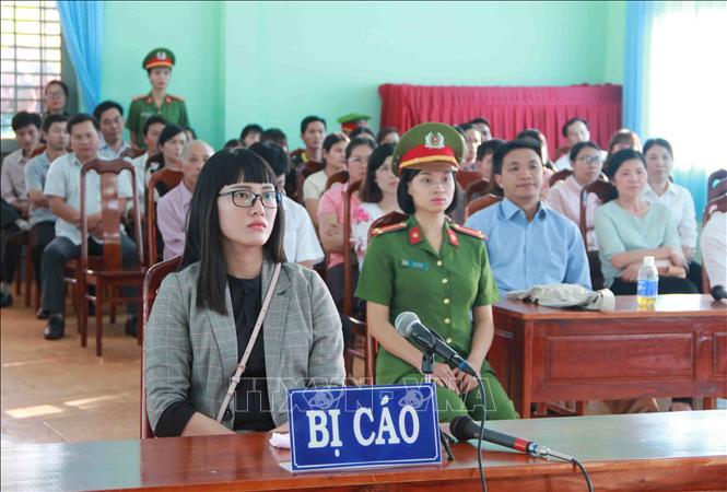 Phạt Huỳnh Thục Vy 2 năm 9 tháng tù giam về tội 'xúc phạm Quốc kỳ' Ảnh 1