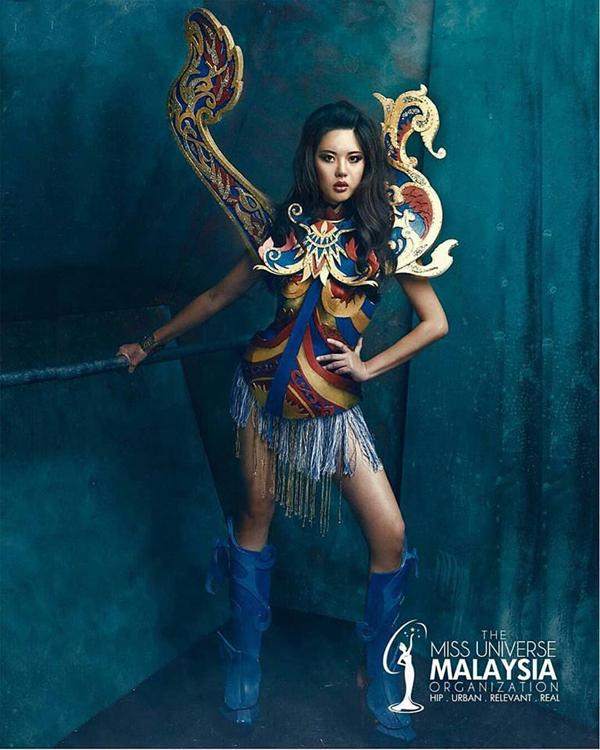 Với trang phục dân tộc có 1-0-2 này, hoa hậu Lào sẽ di chuyển, đứng ngồi ra sao Ảnh 10