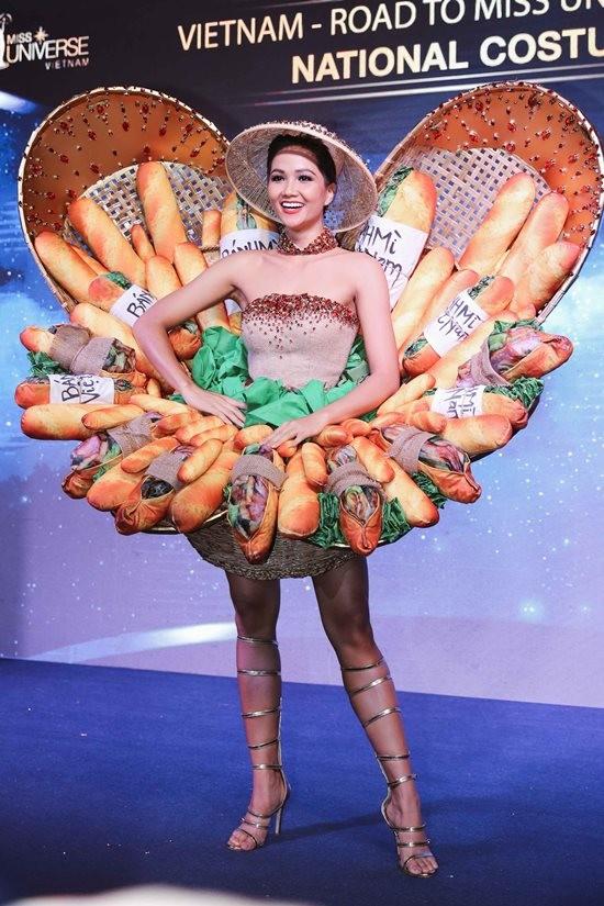 Với trang phục dân tộc có 1-0-2 này, hoa hậu Lào sẽ di chuyển, đứng ngồi ra sao Ảnh 3