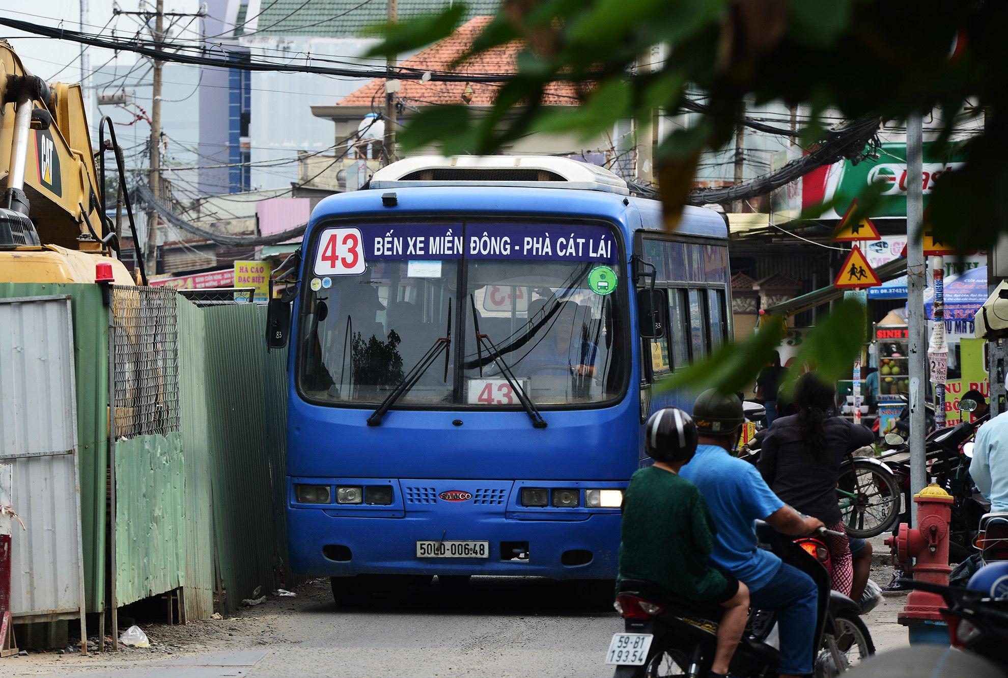 Cuối năm, lô cốt lại mọc lên khắp đường Sài Gòn Ảnh 13