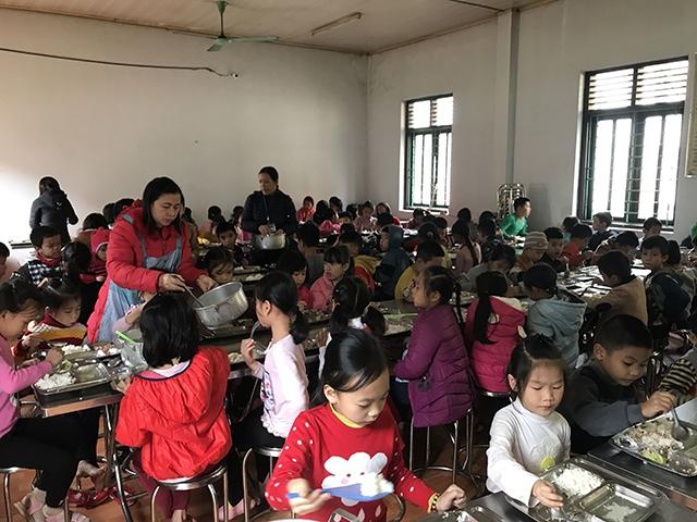 Nâng bước học sinh DTTS nghèo tới lớp Ảnh 1