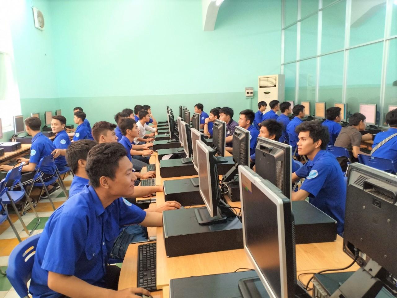 Giúp sinh viên hiểu sâu hơn về ngành nghề Ảnh 1